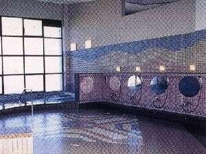 宿の前の温泉施設「ユメール」(10:00~21:00)。無料券で当日なら何回でも入浴可能。