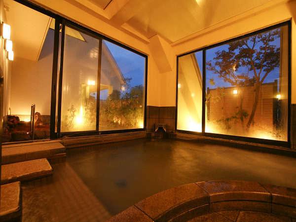 夕暮れ時の大浴場です。