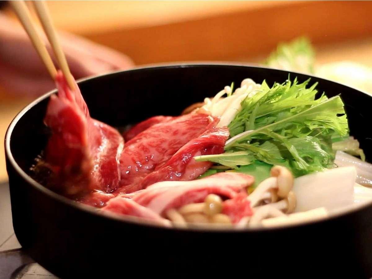 お客様の目の前で調理する美味しい上州牛すきやき御膳鍋。大好評です。