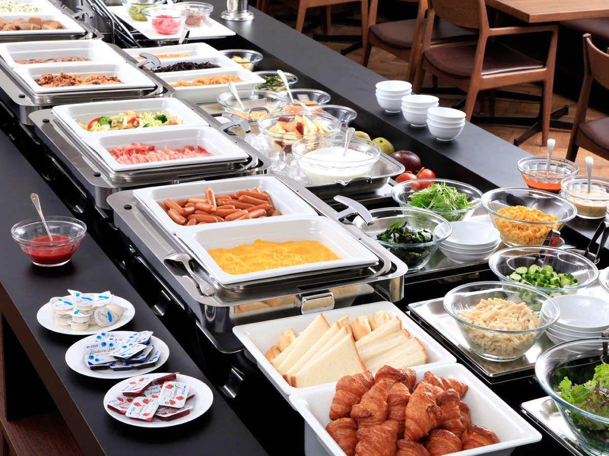 朝食(イメージ)毎朝6:30から9:30まで。和洋バイキング30種類のお料理をご用意しております。