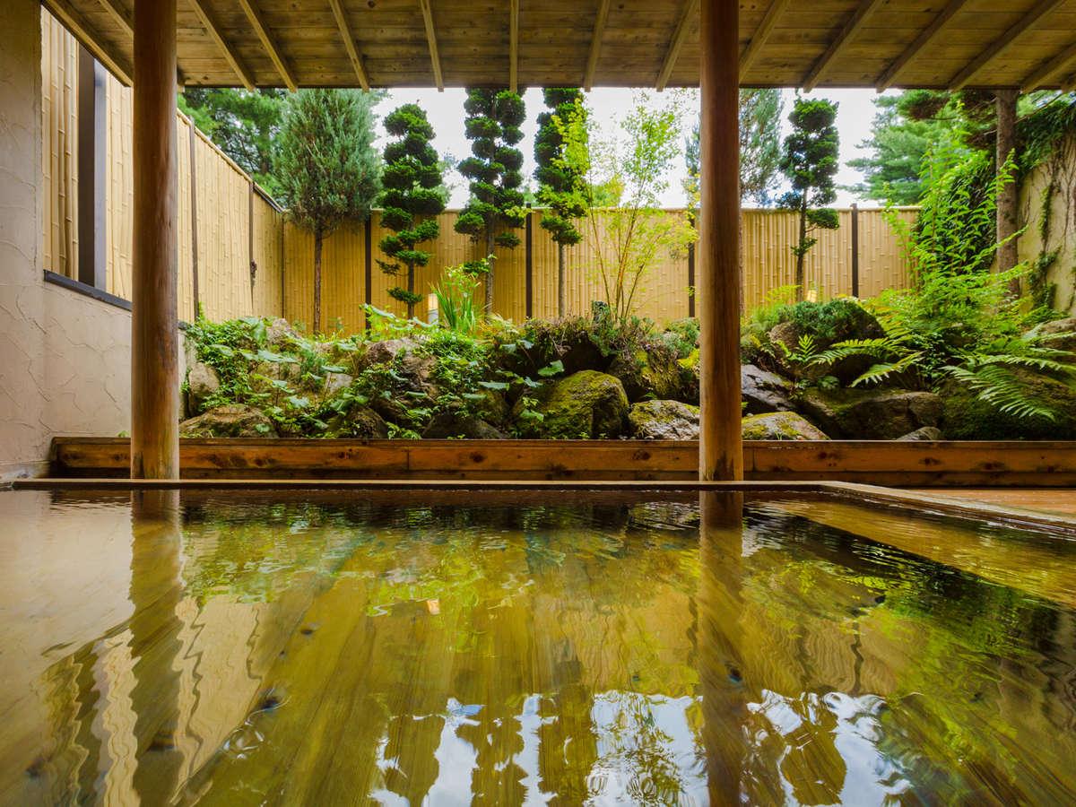 *檜の温泉露天 美肌をつくる単純アルカリ泉、サラリとした泉質が特徴。個室貸切風呂(*有料)もございます