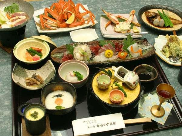 日本海の旬の海の幸と、きのこや山菜などの山の幸をお楽しみください。