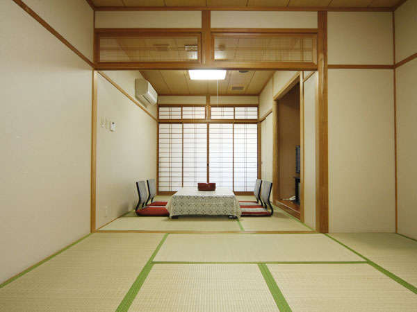 和室14畳。二間続きの広めのお部屋。