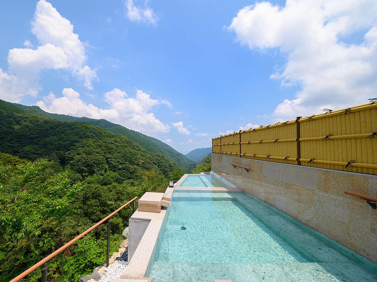 ・大露天風呂【女湯】 2019年7月にリニューアルした絶景露天風呂です。