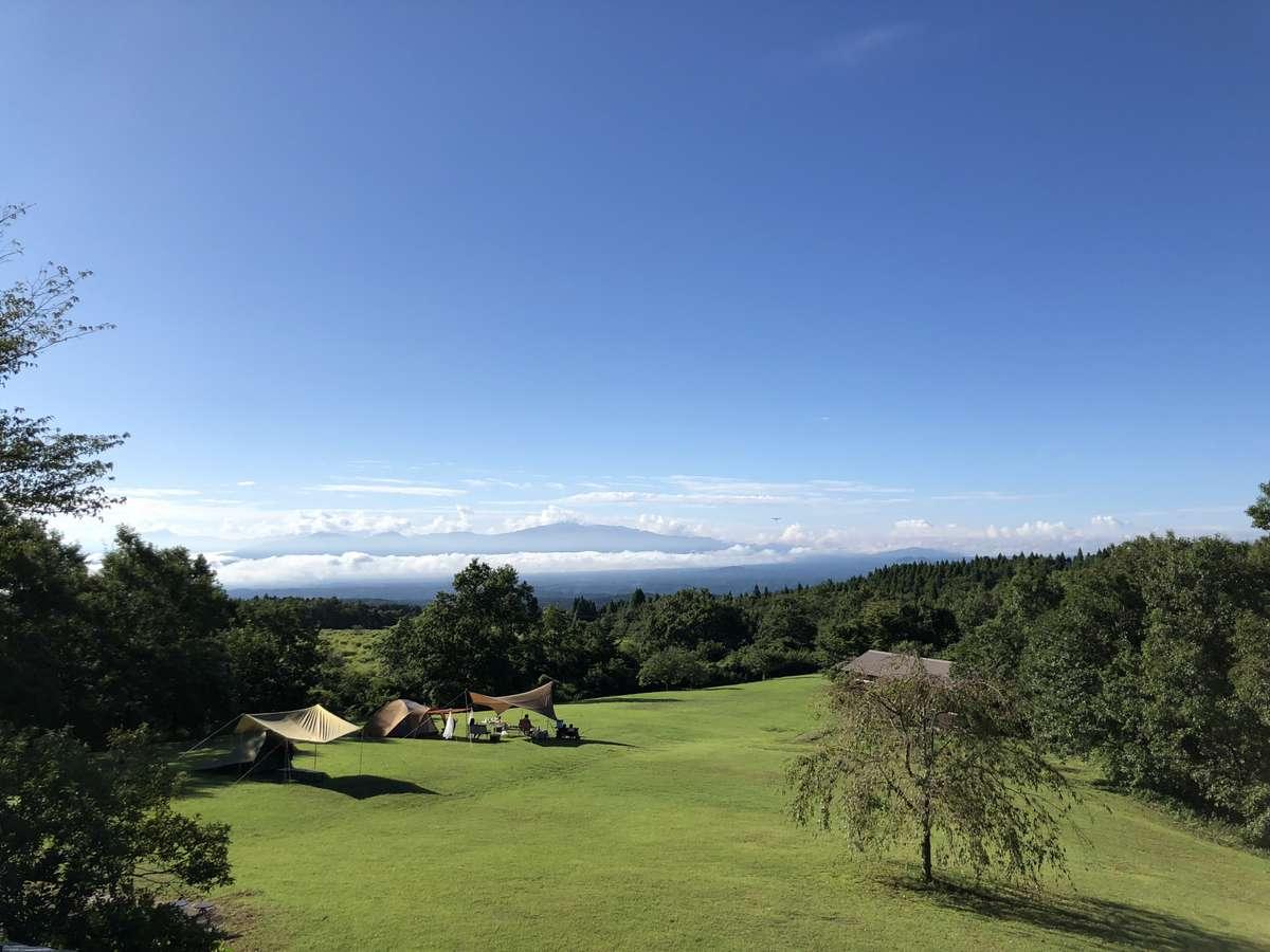 目の前には久住高原の美しい景色が広がり、天気によっては早朝に雲海を見ることができます。