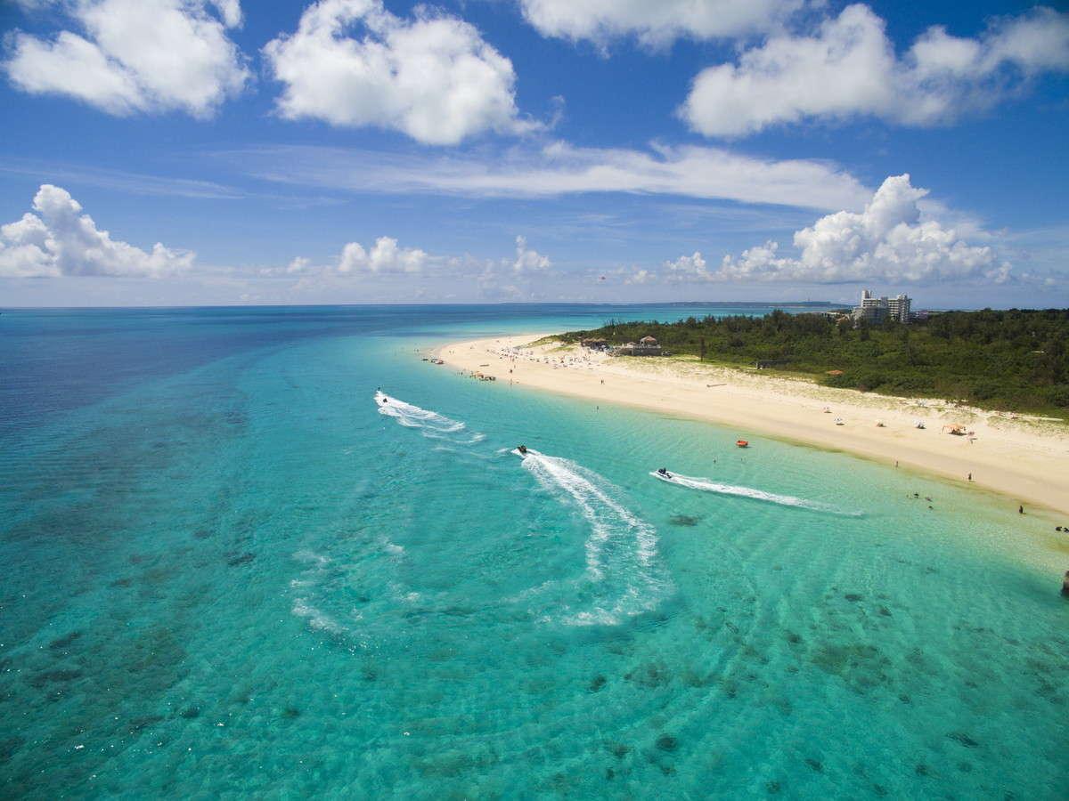 人気の「前浜ビーチ」はホテルからの無料送迎で(要予約)♪シュノーケリングなどの貸出品も豊富!※有料
