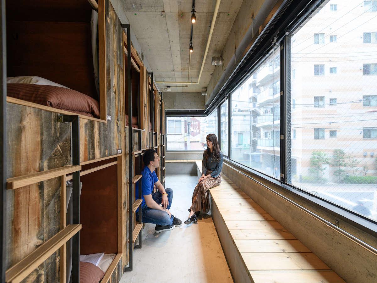 木とコンクリートのハーモニー|ホステルKIKKA東京