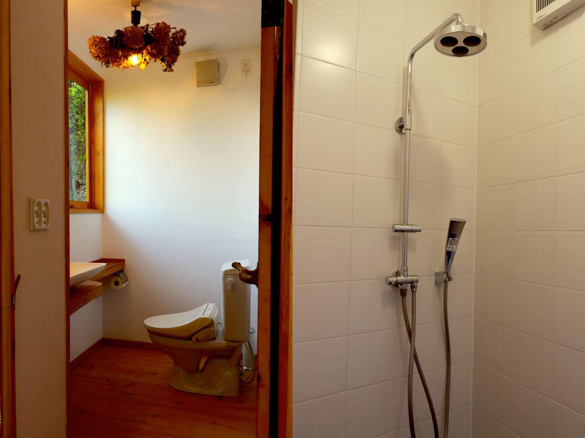 山の中でありながら水洗トイレ・温水シャワーを併設しております。
