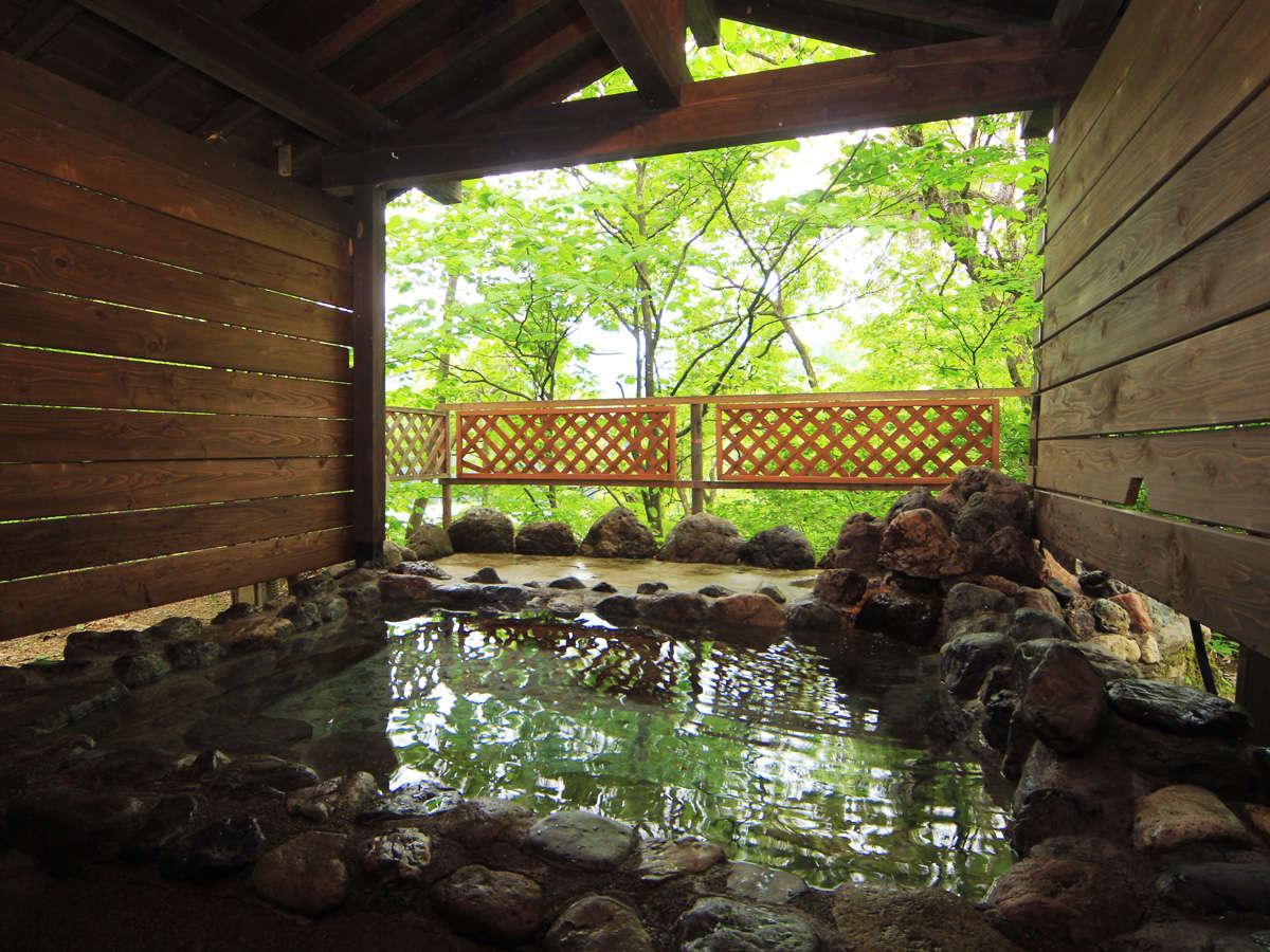 ◆貸切露天風呂からは、四季折々の美しい景色をお楽しみいただけます。
