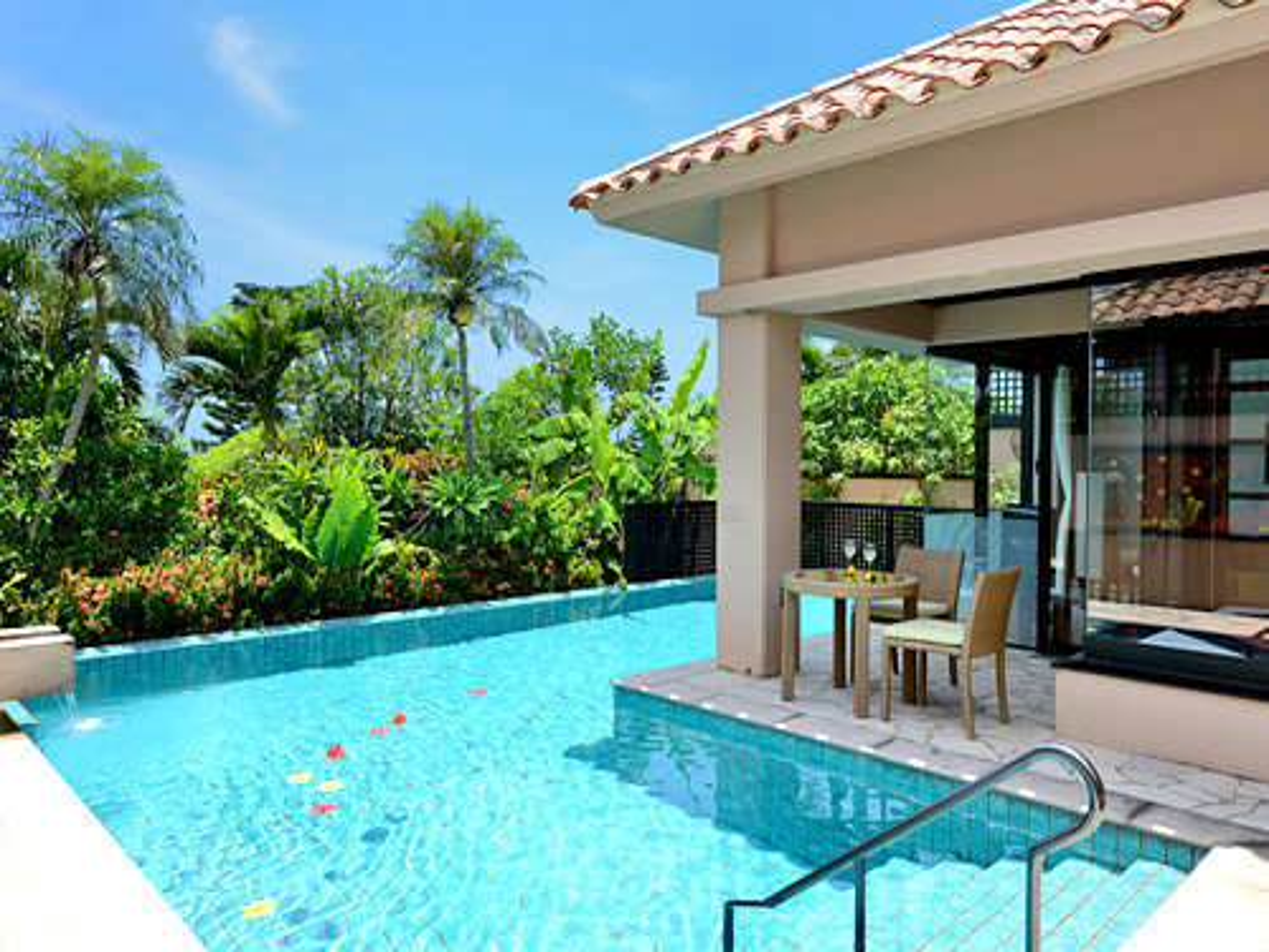 【プールヴィラロイヤルスイート】ヴィラを囲むような贅沢なプライベートプールを備えたお部屋