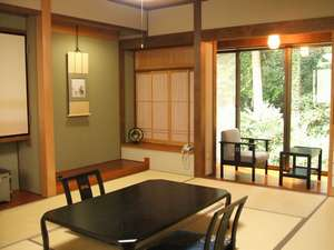 離れ家風和室:広さは同じですが7部屋7通りのお部屋になります。