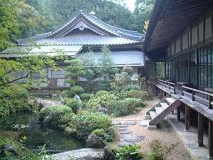 池のある庭