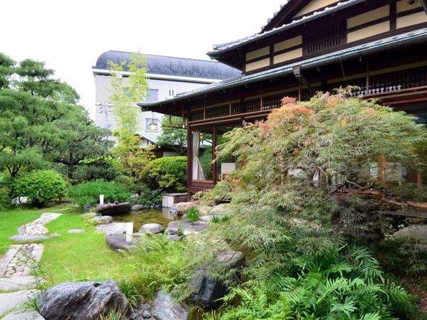 *【庭園】どこか心が落ち着く、緑豊かな庭園。