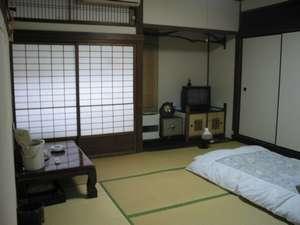 和室8帖のお部屋です。他に10帖のお部屋等があります。