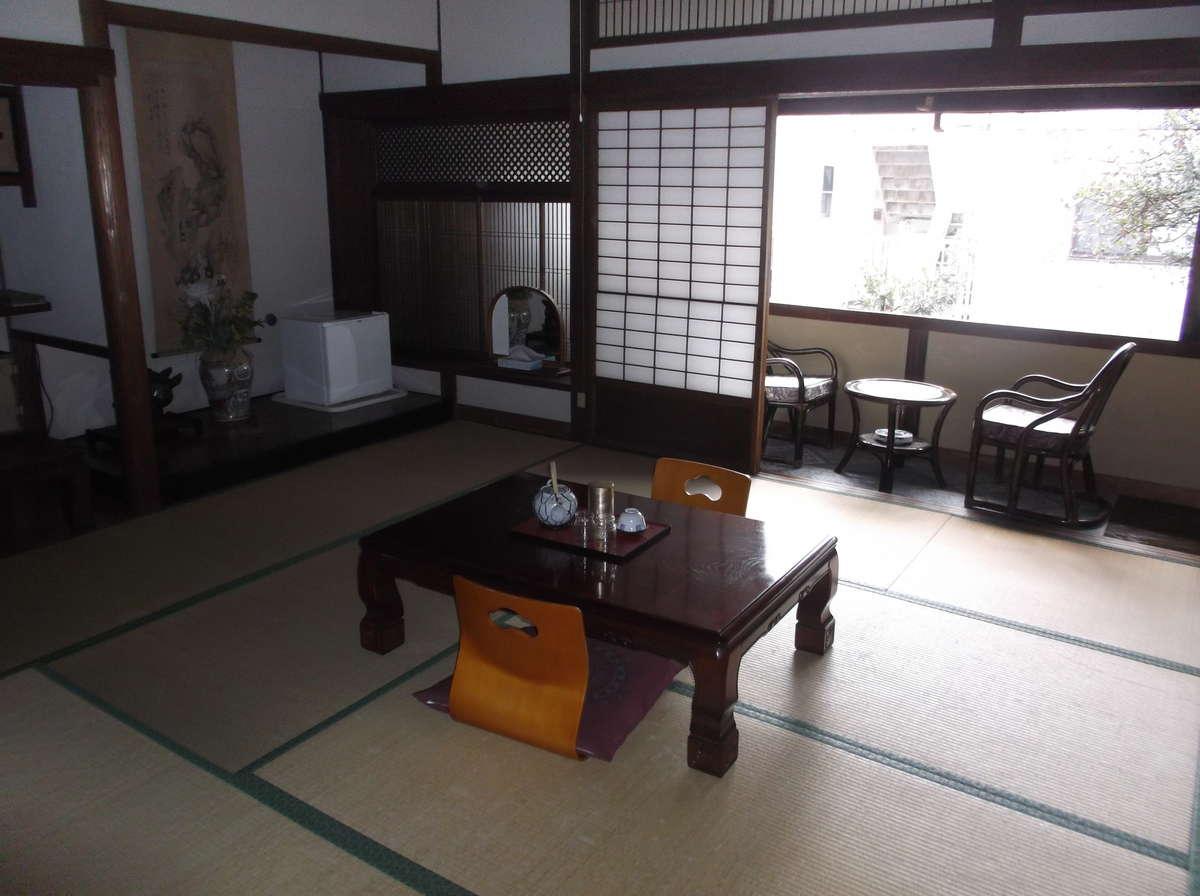 和室10帖のお部屋です