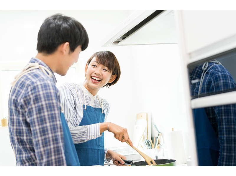 全客室にはIHキッチン完備、2ドア冷蔵庫、オーブンレンジ、調理器具、食器あり