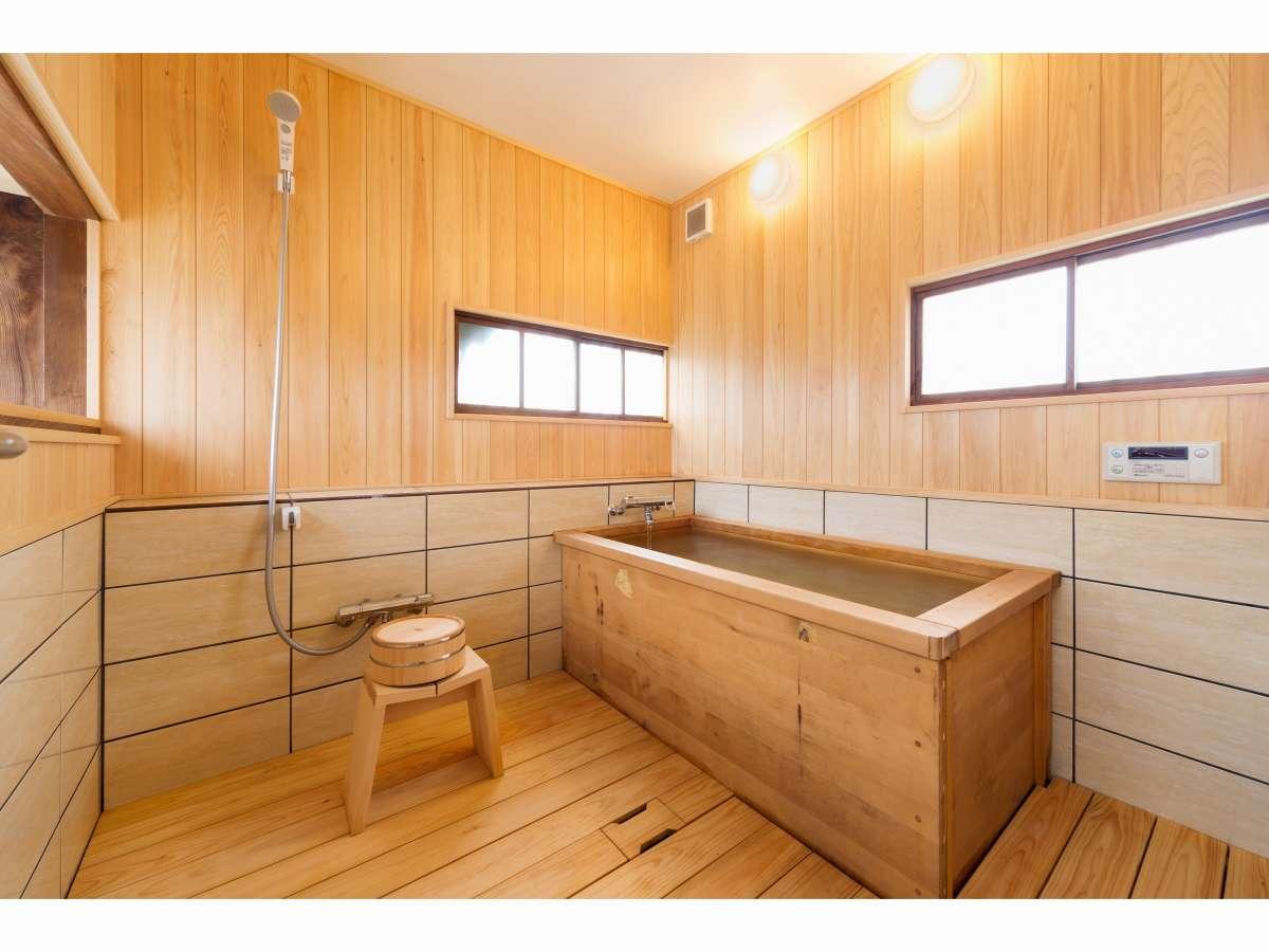 檜風呂によるリラックスしたバスタイムも楽しめます。