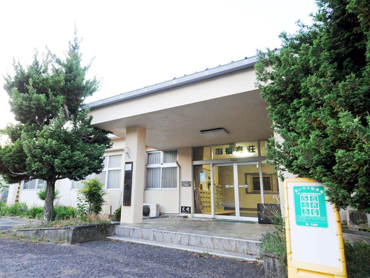 【福寿荘外観】駐車スペースもございます