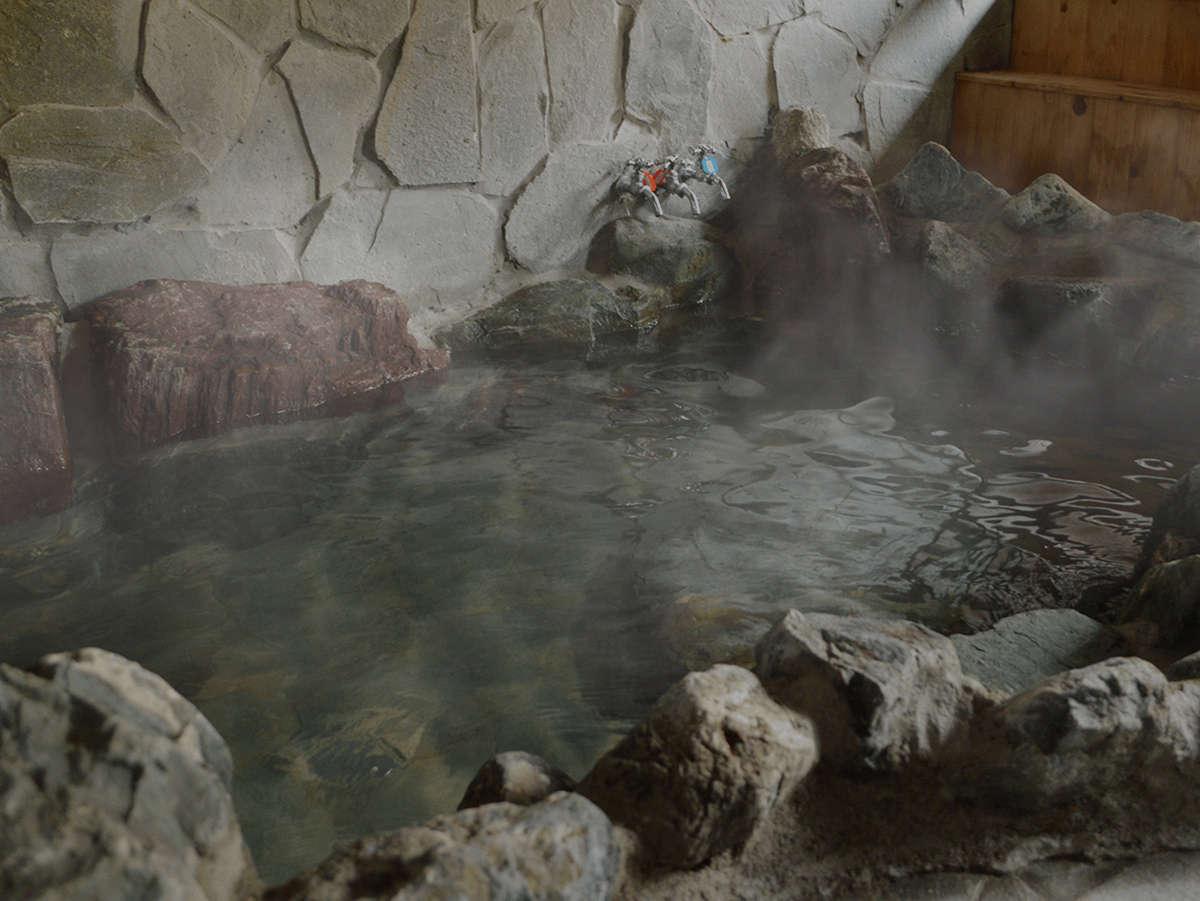 岩風呂で和の雰囲気を楽しんでください。