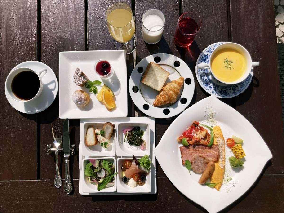 朝食メニュー例 地元の食材を取り入れたシェフ自慢のお料理を一皿ずつご提供します