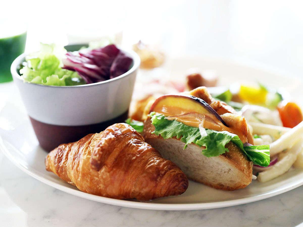 素材にこだわった鮮やかな朝食で、一日の活力につながるエネルギーチャージを。※写真はイメージです。
