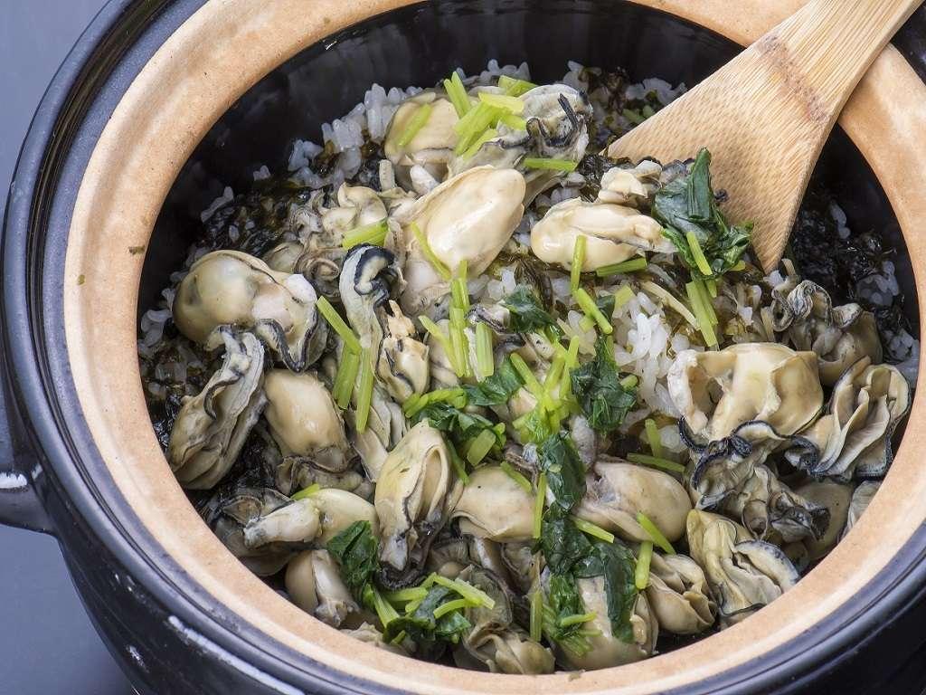 冬の松島の味覚「牡蠣」は牡蠣御飯でご夕食にお支度出来ますのでお気軽にお問い合わせくださいませ。