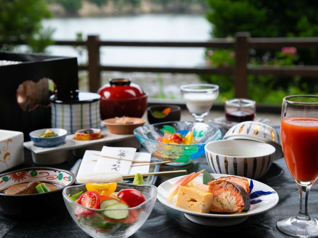 松島のお魚や野菜をふんだんに盛り込んだご朝食