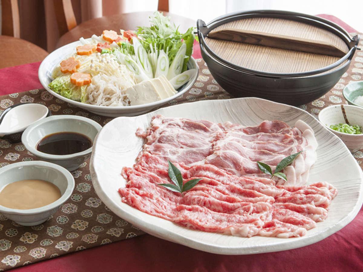 *【夕食一例】地元ブランド肉のしゃぶしゃぶ鍋