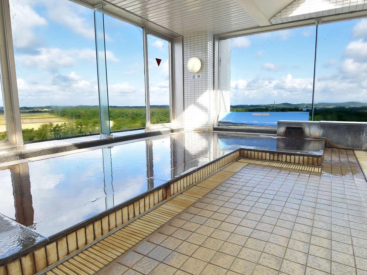 *【白神展望温泉】遠くまで見渡せる景色を眺めながらゆっくりとご入浴いただけます。