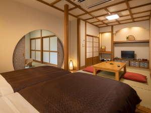 「もも」のお部屋です。和洋室で最大6名までご利用いただけます。