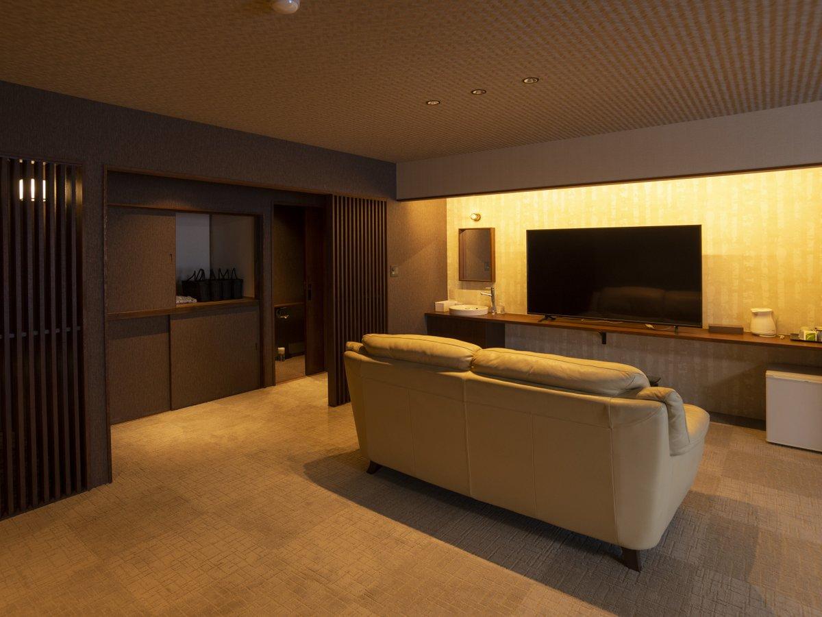 【和モダンコンフォート】リビングルームにソファと液晶テレビ(写真は一例)