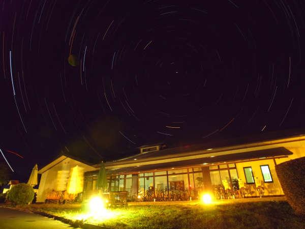 静かな高原の夜は満天の星空
