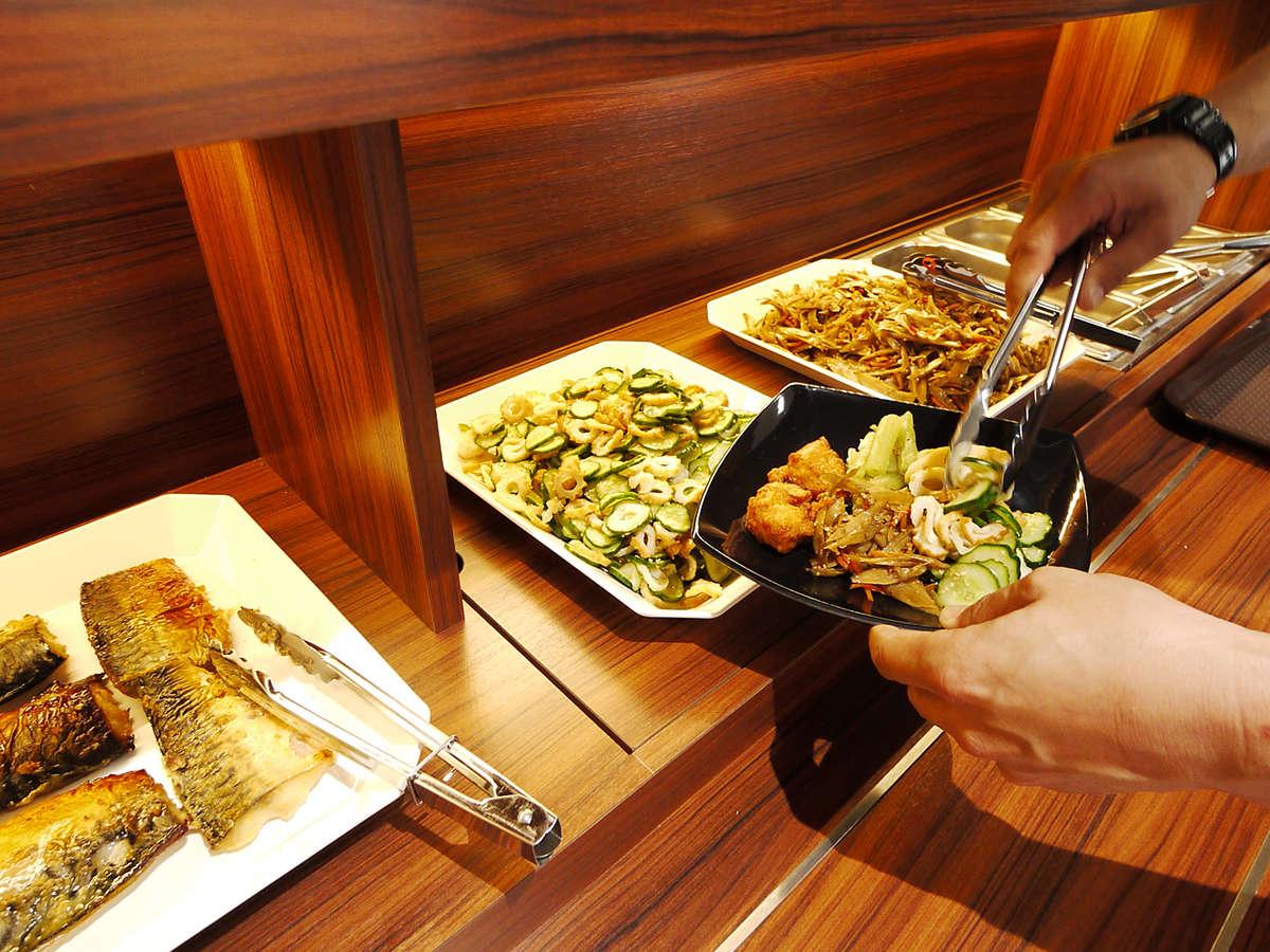 レストラン 充実した朝食バイキング おかずも3品以上取り揃えております。