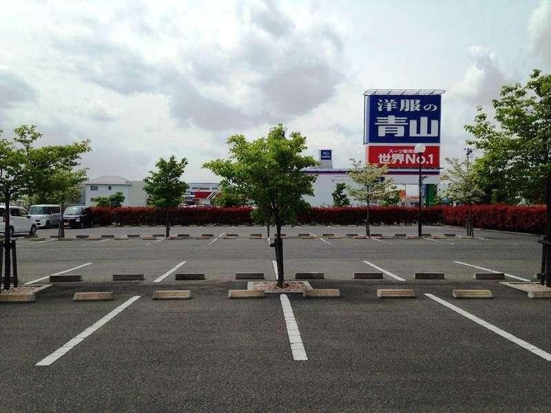 平面駐車場がホテル正面にございます。駐車代は無料、出入りもスムーズです!