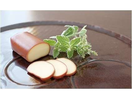 スモークチーズ販売しております。大→1,298円 小→698円 共に税込価格