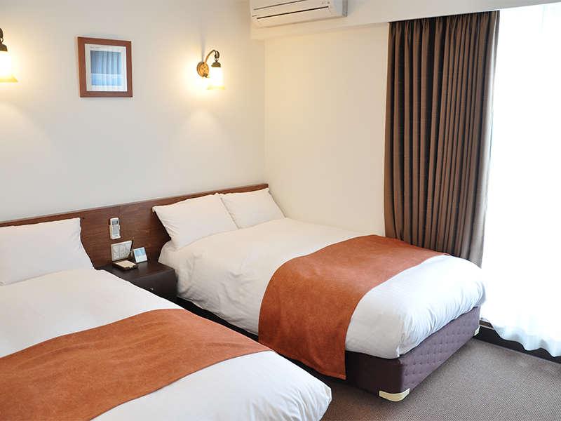 <ツインベッド>明るくて広々としたお部屋はゆったりお過ごしいただけます
