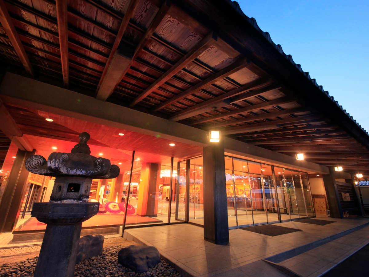 【外観】加賀百万石の伝統文化と近代建築との融合をテーマに、館内の随所をリニューアルしました。