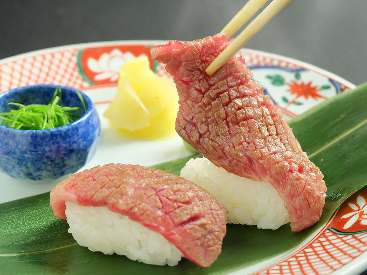 【とも三角会席】手前寿司「希少友三角あぶり」酢飯を添えて
