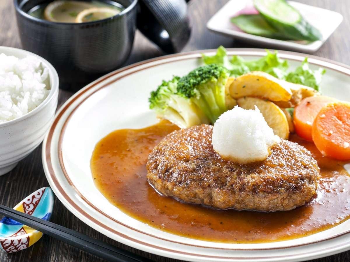 夕食の一例「ハンバーグ定食」