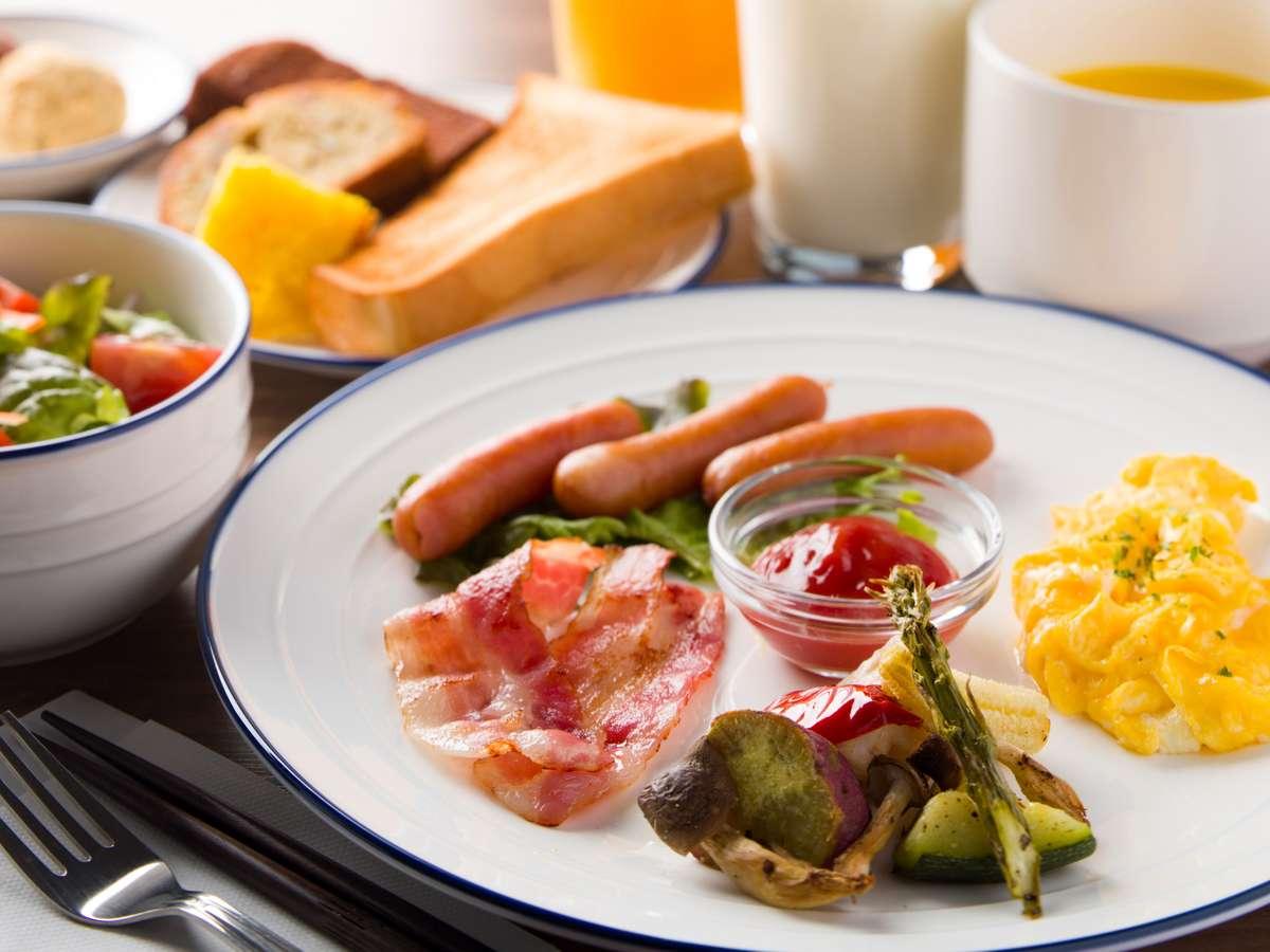 朝食では地元産にこだわった出来立てのプレートとスープをお出しします。