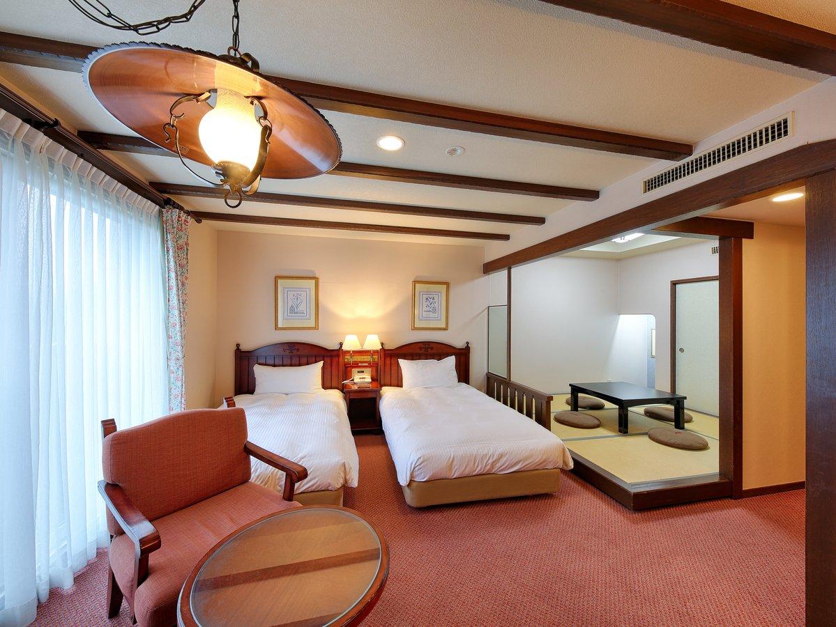 【和洋室/ツインベッド+和室4畳半(4名定員)】小さなお子様連れにも安心のお部屋です。