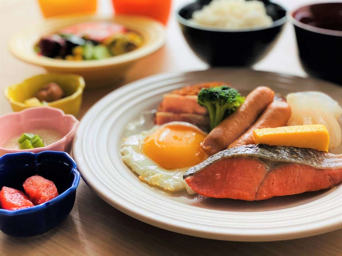 朝食は現在セットメニューにてご提供しております。