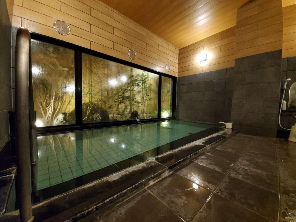 男性大浴場の夜の風景です。