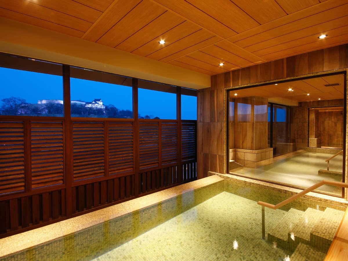 鶴山公園を臨む八階の展望露天風呂「津山温泉・城見SPA」
