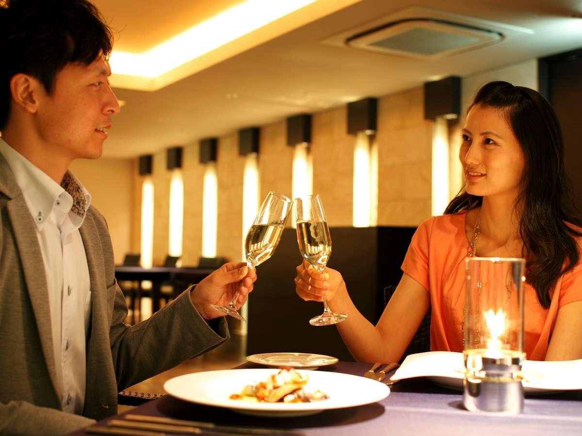 ディナーと共に、ちょっと贅沢にグラスシャンパンで乾杯♪
