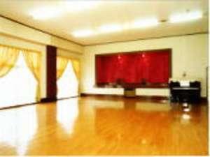 音楽や各種サークル合宿、ゲーム大会に卓球もできるピアノ付ホール