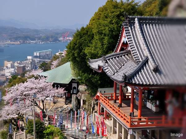 千光寺/尾道の代表観光スポットの一つ。徒歩約20分。ロープウェーが便利です。