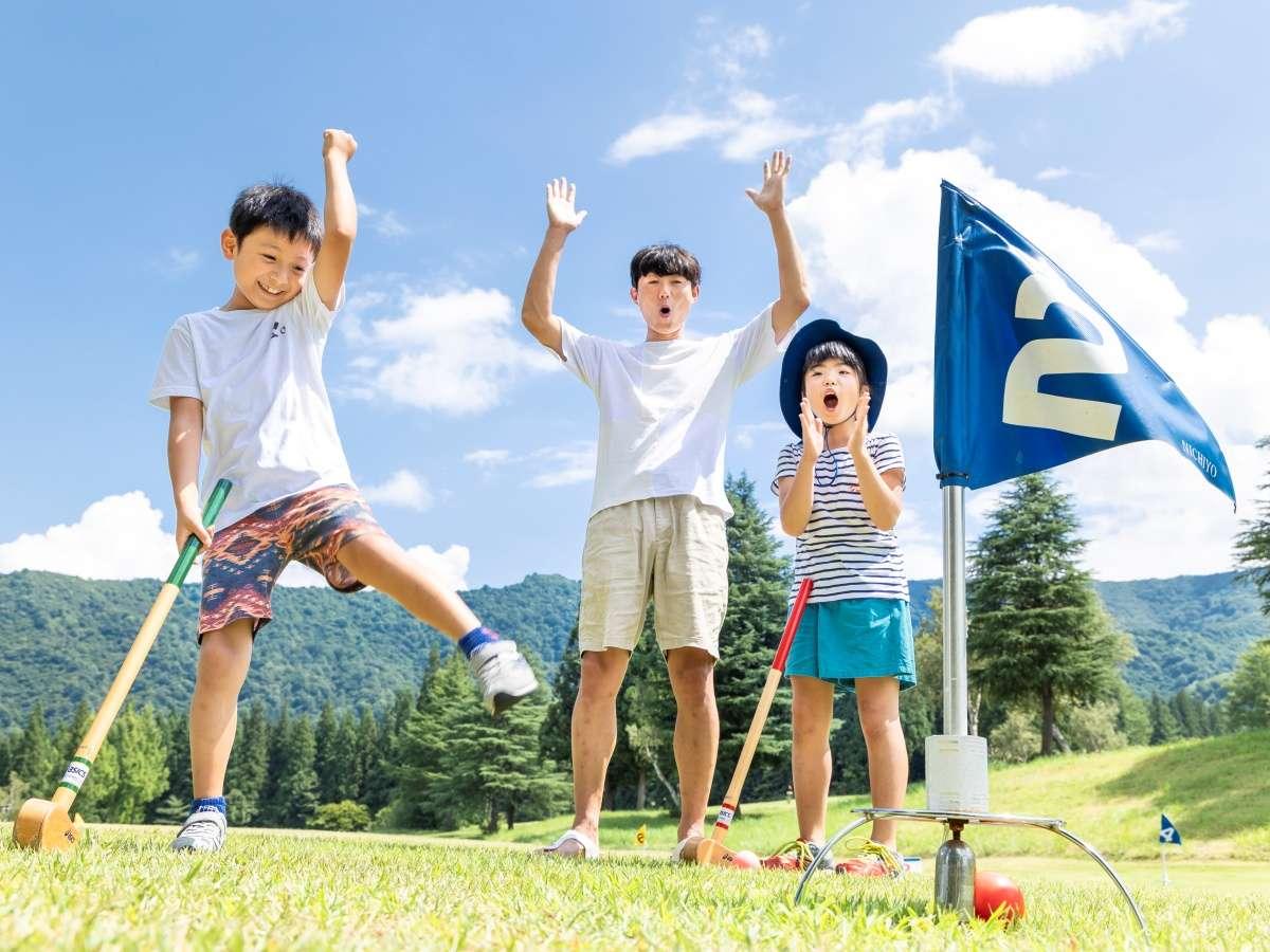 【グラウンド・ゴルフ】キレイに入ったら楽しいね!小さなお子様でも楽しくプレイできます。