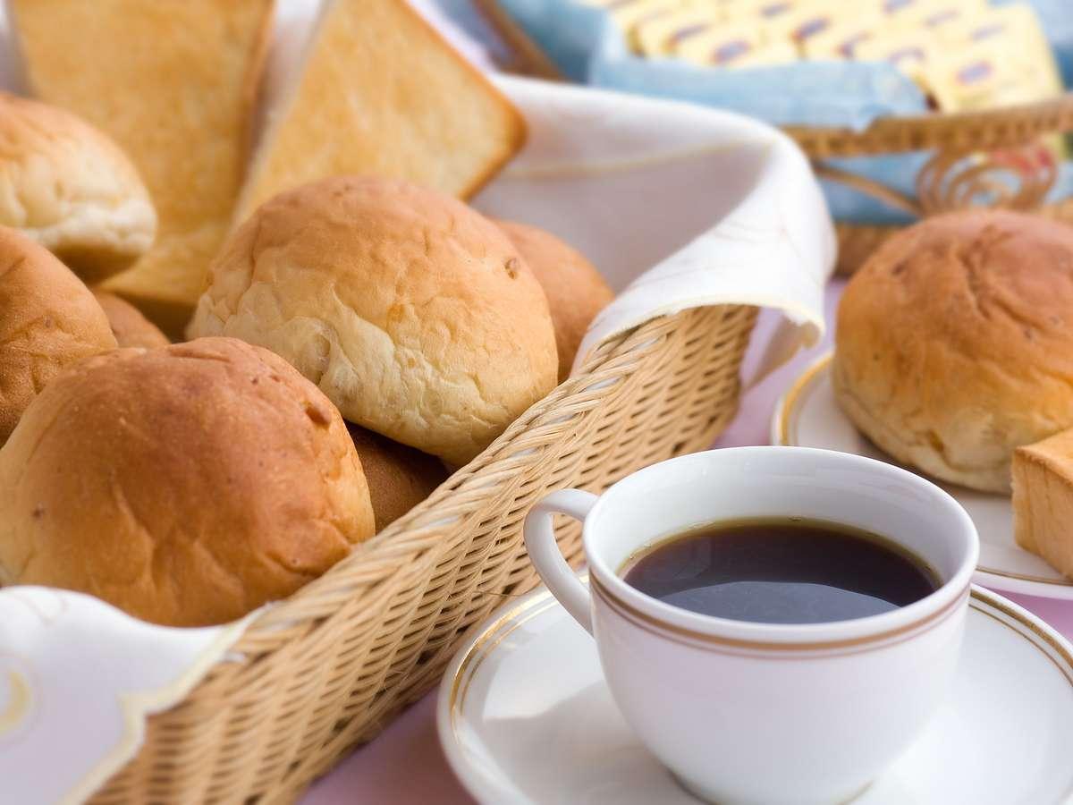 【宿泊者の方】パン&コーヒー無料サービス実施中 7:00am~10:00am