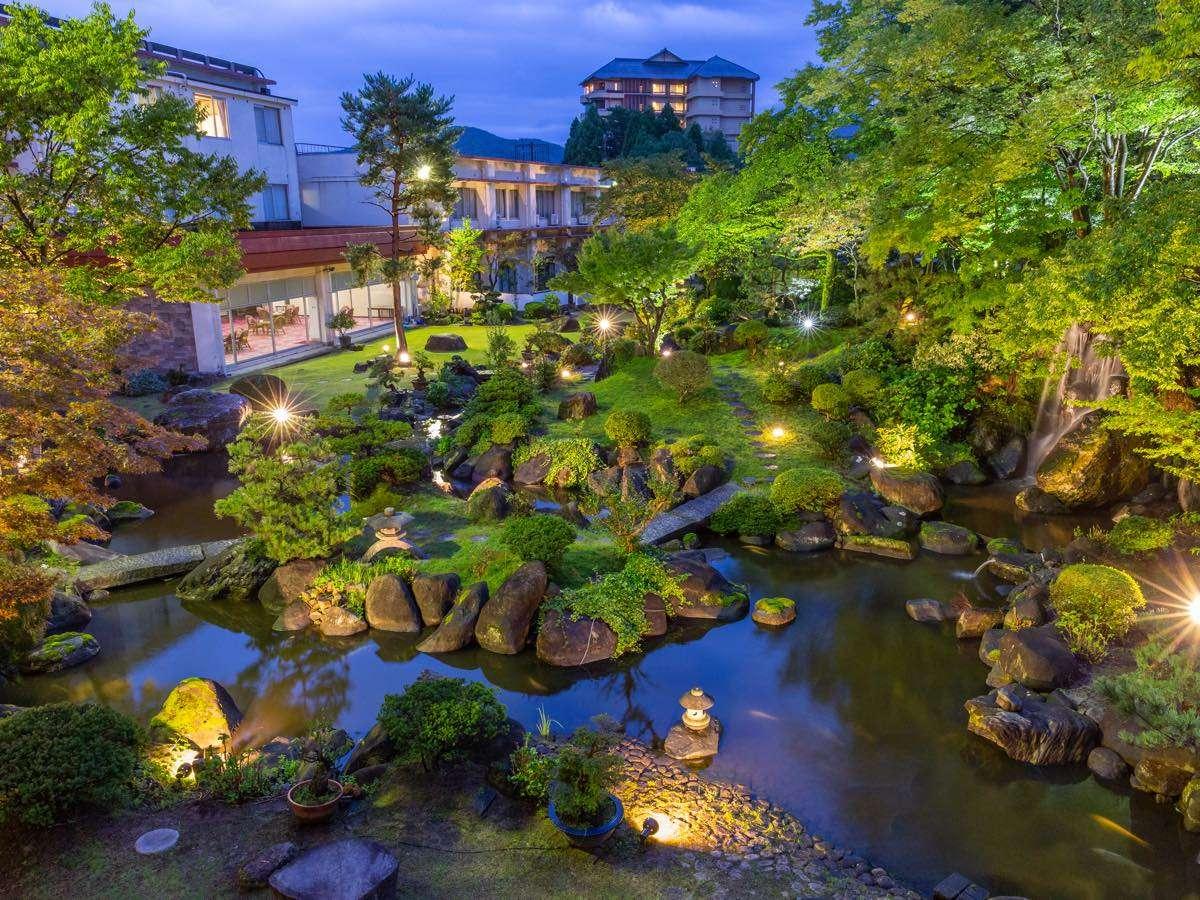 荘厳な大庭園は昼と夜とでその姿を変えるのです。お楽しみに☆